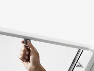 Zastiňovací roleta Velux RHL - zajištění polohy pomocí háčků